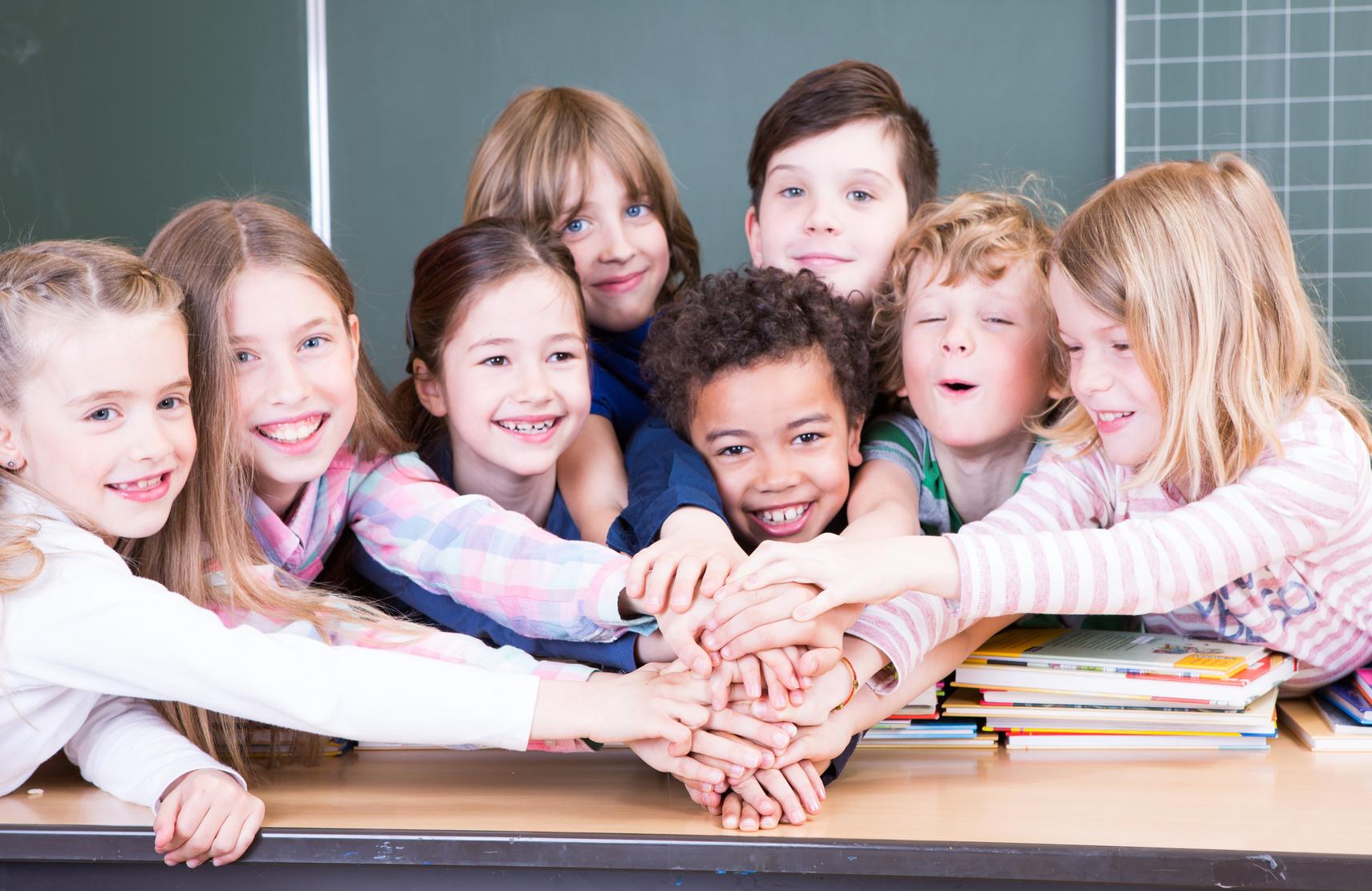 obrazek ilustrujący grupę dzieci w klasie